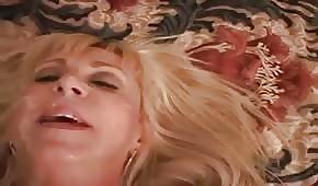 Napalonej blondi trójkąt służy