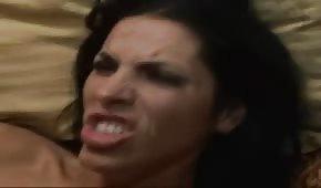 Po jej twarzy spływa sporo spermy