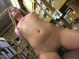 Amatorski sex w magazynie