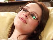 Seksowna okularnica ma chcicę