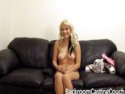 Porno kasting z piękna młodą blondynką