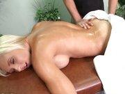 Jessica Lynn u masażysty