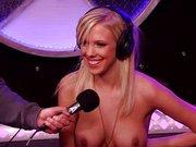 Bibi Jones i mały sex pokaz w znanej stacji radiowej