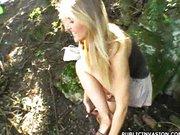 Wyrwała laskę w parku