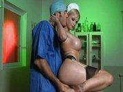 Anal z dojrzałą pielęgniarką