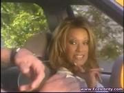 Shyla Stylez w taksówce
