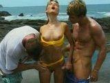 Porno trójkącik na plaży