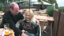 Słodziutka blondyneczk bzyka sie za kase w parku