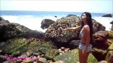 Rajska wyspa i piękna dziewczyna