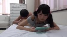 On ja bzyka a ona gra w Nintendo