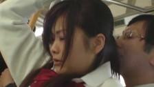 Obsceniczne sceny  w szkolnym autobusie