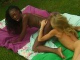 Lesbijski sex czarno na białym