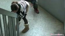 Szybki lodzik na klatce schodowej