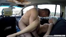 Wyruchał piękną blondyneczkę w taksówce