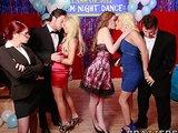 Trzy cycate studentki zaczęły orgie podczas szkolnej imprezy