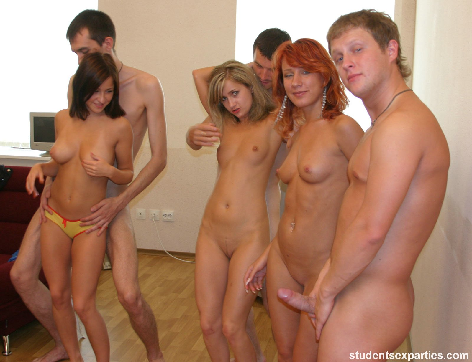 Nude Girls Se Party
